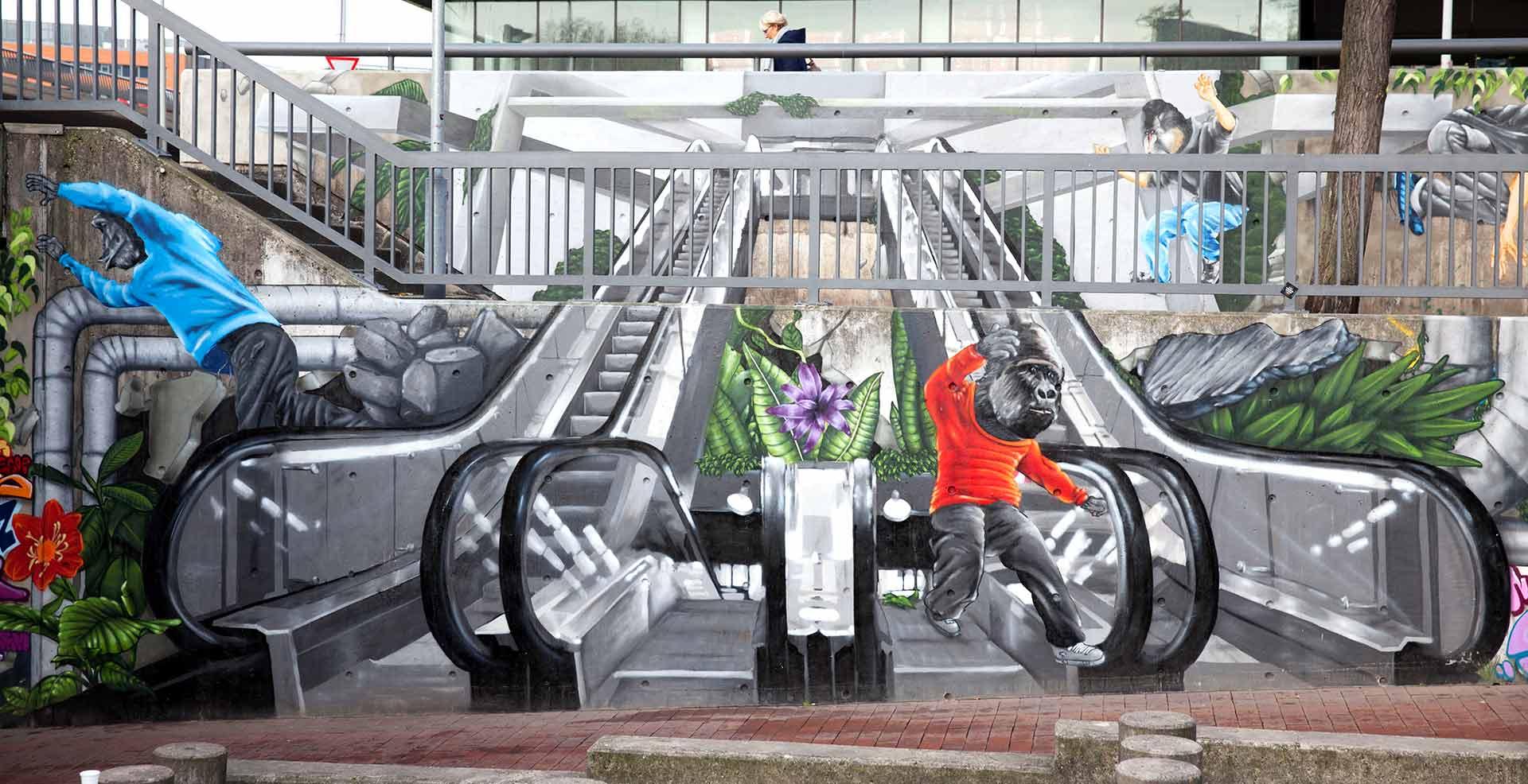 Affen springen die gesprühte Rolltrepper runter Raschplatz Hannover